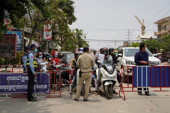 Thủ tướng Hun Sen lệnh phong tỏa cứng thủ đô Phnom Penh - Ảnh 3.
