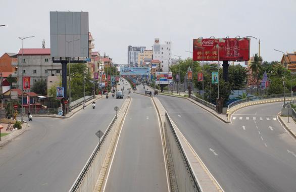 Thủ tướng Hun Sen lệnh phong tỏa cứng thủ đô Phnom Penh - Ảnh 1.