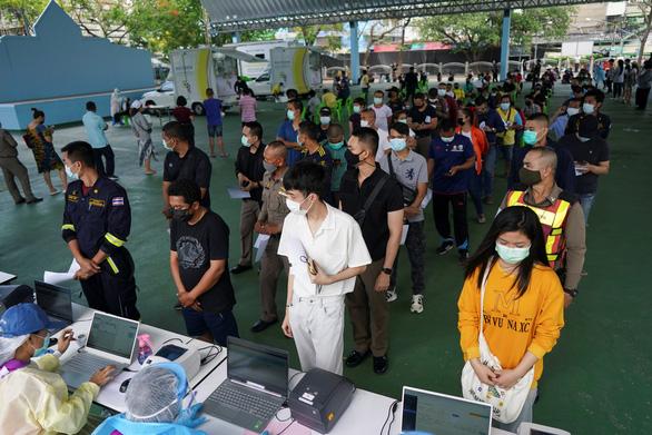 Thái Lan tăng thêm 1.577 ca COVID-19 trong một ngày - Ảnh 1.