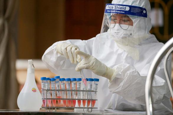 Bệnh nhân COVID-19 cuối cùng điều trị tại Hải Dương được xuất viện - Ảnh 2.