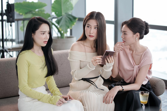 Phi Nhung phản hồi tin bị bắt, Sơn Tùng bị chê như mặc váy - Ảnh 3.