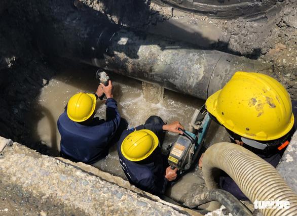 TP.HCM: Thay đường ống nước suốt 24 giờ, khu vực nào bị ảnh hưởng? - Ảnh 1.