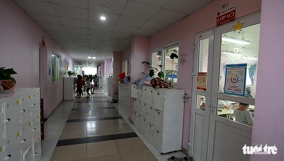Nhiều học sinh ở Hà Nội đau bụng, buồn ói sau bữa ăn trưa - Ảnh 2.