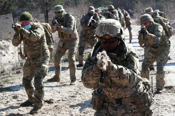 Tướng Mỹ: NATO sẵn sàng đáp trả tổng lực nếu Nga gây hấn - Ảnh 1.
