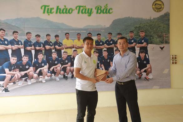 Cựu tuyển thủ Lê Quốc Vượng làm HLV trưởng CLB bóng đá Hòa Bình - Ảnh 1.