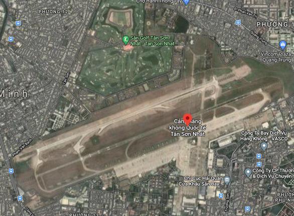 Hàng không đề nghị quân đội ngăn chó xâm nhập sân bay Tân Sơn Nhất - Ảnh 1.