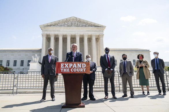 Đảng Dân chủ muốn thêm ghế trong tòa tối cao - Ảnh 1.