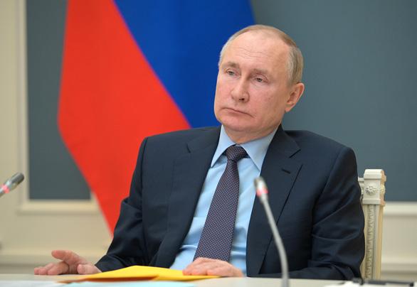 Vừa áp xong một loạt lệnh trừng phạt, ông Biden kêu gọi giảm căng thẳng với Nga - Ảnh 1.