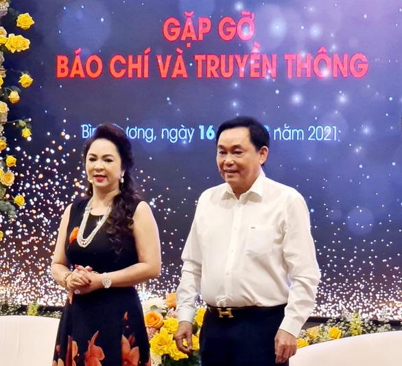 Bà Nguyễn Phương Hằng liên tục gọi tên Hoài Linh, Kỳ Duyên - Ảnh 6.