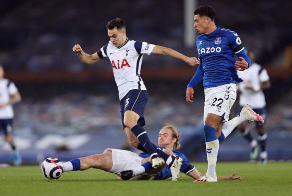 Níu chân nhau, Tottenham và Everton cùng xa top 4 - Ảnh 1.