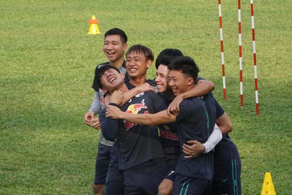 Vòng 10 V-League 2021: Bất chấp kết quả ra sao, Hoàng Anh Gia Lai vẫn dẫn đầu... - Ảnh 1.