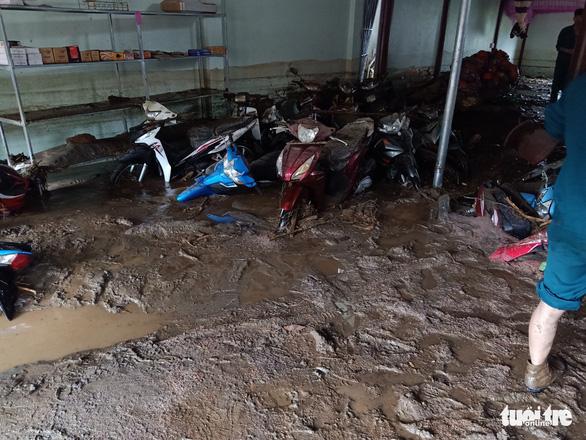 Lũ ống trong đêm ở Lào Cai, ít nhất 2 người chết, 1 người mất tích - Ảnh 4.