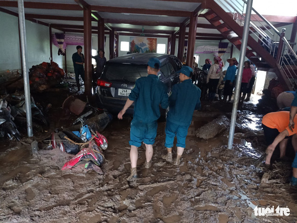 Lũ ống trong đêm ở Lào Cai, ít nhất 2 người chết, 1 người mất tích - Ảnh 6.