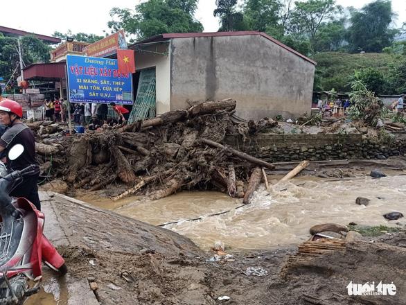 Lũ ống trong đêm ở Lào Cai, ít nhất 2 người chết, 1 người mất tích - Ảnh 7.