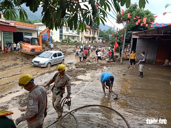 Lũ ống trong đêm ở Lào Cai, ít nhất 2 người chết, 1 người mất tích - Ảnh 8.