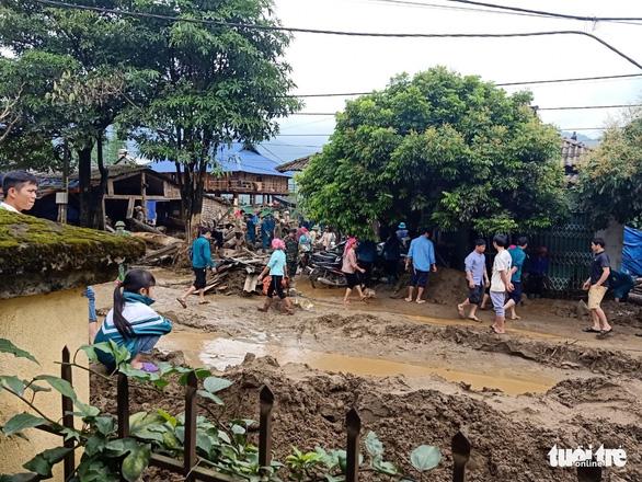 Lũ ống trong đêm ở Lào Cai, ít nhất 2 người chết, 1 người mất tích - Ảnh 10.