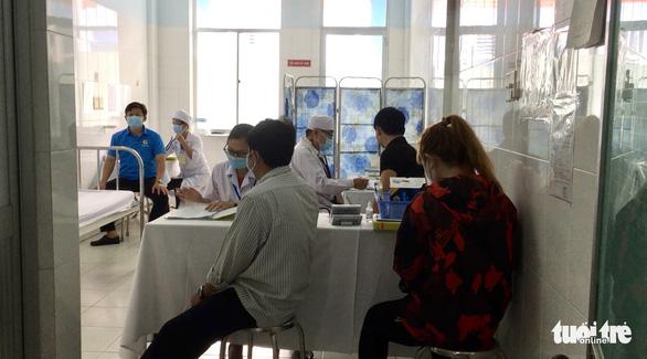 Chiều 17-4: Thêm 8 ca COVID-19 mới, Bộ Y tế phân bổ lại 110.000 liều vắc xin của COVAX đợt 2 - Ảnh 1.