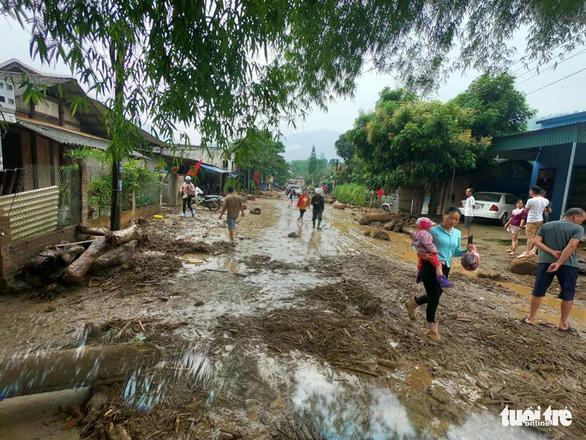 Lũ ống trong đêm ở Lào Cai, ít nhất 2 người chết, 1 người mất tích - Ảnh 1.