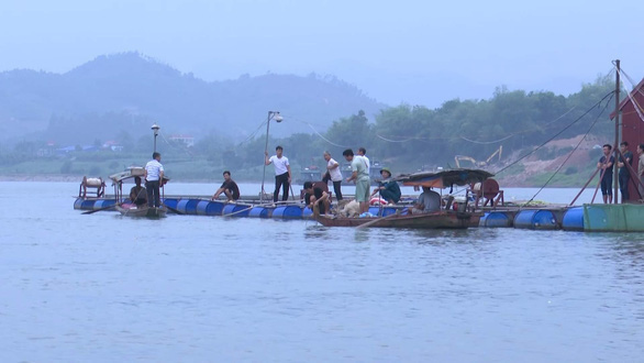 Tìm thấy thi thể 2 học sinh trên sông Đà sau 3 ngày mất tích - Ảnh 1.