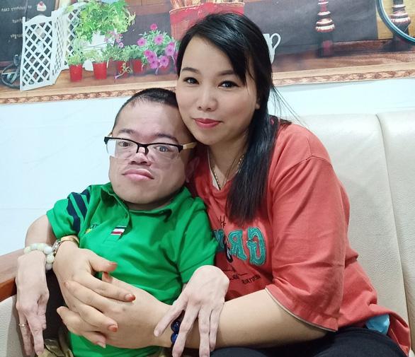Khi YouTuber bắt nạt người khuyết tật - Ảnh 2.