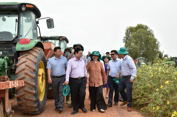 Tân Bộ trưởng Lê Minh Hoan thăm Nông trường Thành Long - Tây Ninh - Ảnh 1.