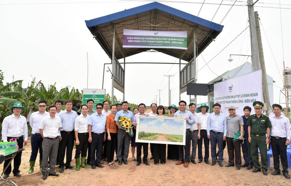 Tân Bộ trưởng Lê Minh Hoan thăm Nông trường Thành Long - Tây Ninh - Ảnh 2.