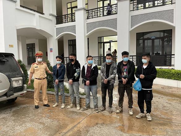 Phát hiện 6 người nước ngoài nhập cảnh trái phép trên cao tốc Bắc Giang - Lạng Sơn - Ảnh 1.