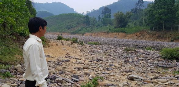 Người dân Thượng Nhật chia sẻ với thủy điện, nhận 100 triệu để xây lại mồ mả - Ảnh 1.