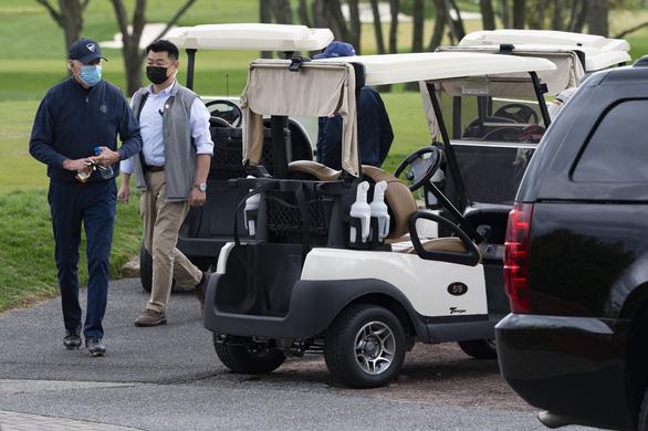 Tổng thống Biden lần đầu đến sân golf sau khi nhậm chức - Ảnh 2.