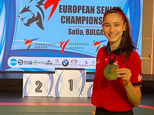 Nữ võ sĩ 17 tuổi vô địch châu Âu nhờ mê phim Lý Tiểu Long - Ảnh 1.