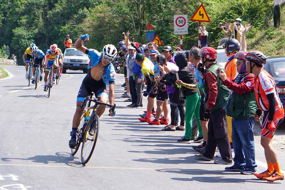 Nguyễn Trường Tài lật đổ cựu tuyển thủ xe đạp U23 Pháp - Ảnh 1.