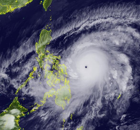 Yêu cầu các địa phương sẵn sàng ứng phó siêu bão Surigae rất nguy hiểm, mạnh cấp 17 - Ảnh 2.