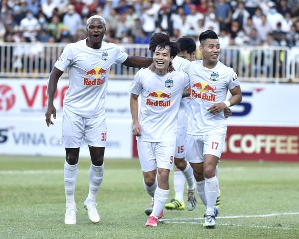 Chiến thắng CLB Hà Nội, HAGL giành vé đầu tiên vào nhóm 6 đội đua vô địch - Ảnh 1.