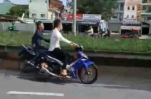 Clip dân quay cảnh quái xế chặn đường Nguyễn Văn Linh quậy giữa ban ngày - Ảnh 2.