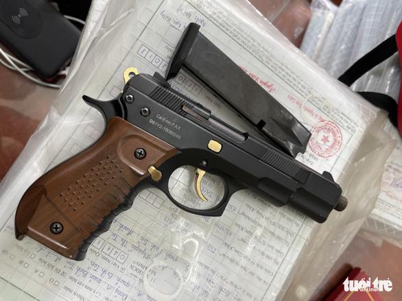 Di lý thanh niên bắn người rồi bỏ trốn trong đêm từ TP.HCM về Lâm Đồng  - Ảnh 2.