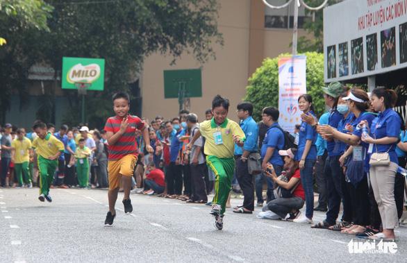400 người khuyết tật năng động đua tranh thể thao vui khỏe, yêu thương - Ảnh 3.
