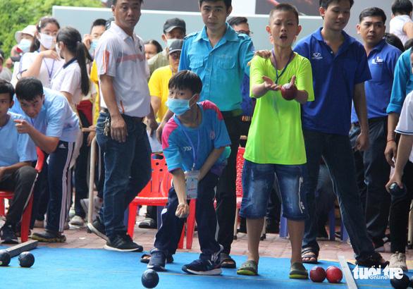 400 người khuyết tật năng động đua tranh thể thao vui khỏe, yêu thương - Ảnh 6.