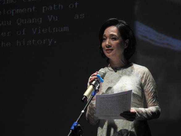 Việt Anh Vlog 1977 áo quần cổ lỗ lên sân khấu đọc thơ Lưu Quang Vũ - Ảnh 1.