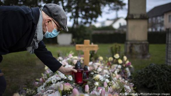 Đức tưởng niệm 80.000 nạn nhân của COVID-19 - Ảnh 1.