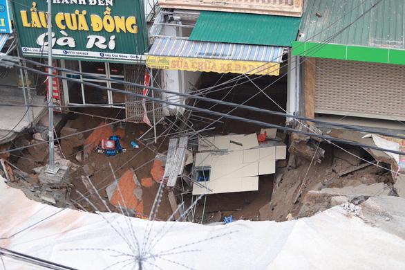 San lấp hố tử thần rộng cả 100m2 ở Hà Nội theo quy trình của các nhà khoa học - Ảnh 2.