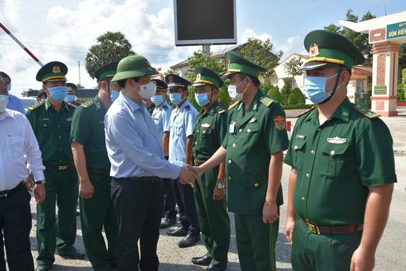 Bác sĩ Chợ Rẫy chi viện Kiên Giang chống COVID-19, dự kiến xây 2 bệnh viện dã chiến - Ảnh 2.