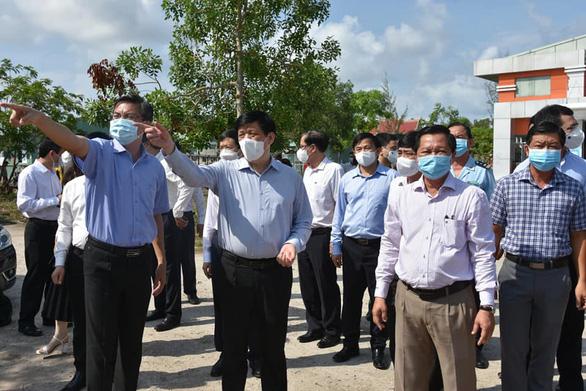 Bác sĩ Chợ Rẫy chi viện Kiên Giang chống COVID-19, dự kiến xây 2 bệnh viện dã chiến - Ảnh 1.