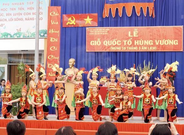 Nhiều trường tổ chức giỗ Tổ Hùng Vương để học sinh tìm hiểu cội nguồn - Ảnh 5.