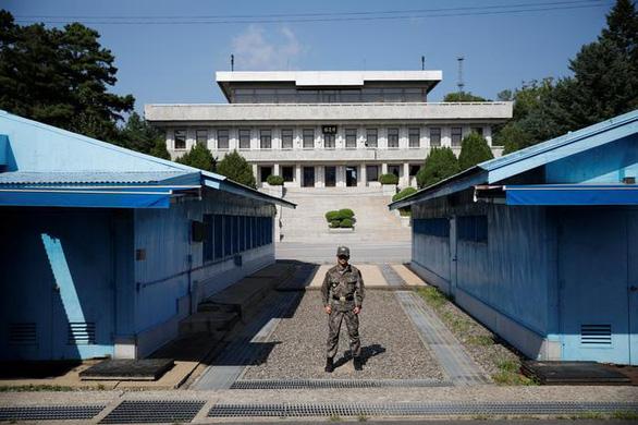 Hàn Quốc muốn cấm người dân gửi 'file' cho người Triều Tiên - Ảnh 1.