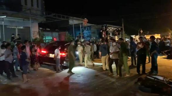 Khởi tố tài xế uống rượu rồi lái xe tông nhiều xe máy khiến 2 người chết - Ảnh 2.