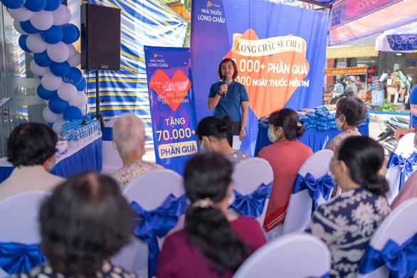 FPT Long Châu trao tặng miễn phí 210.000 ngày thuốc và 140 tấn gạo trên toàn quốc - Ảnh 2.