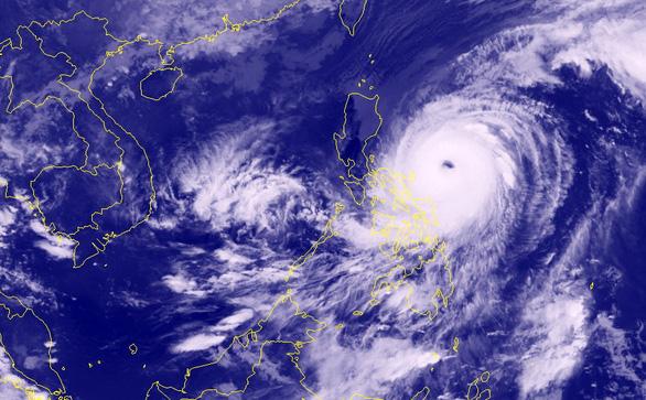 Siêu bão Surigae ít có khả năng vào Biển Đông - Ảnh 1.