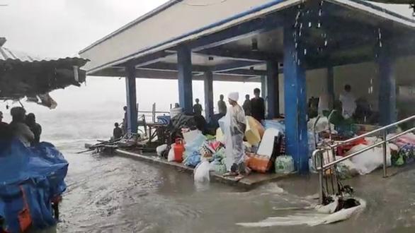 Dự báo bão Surigae suy yếu, Philippines vẫn sơ tán hơn 68.000 người - Ảnh 2.