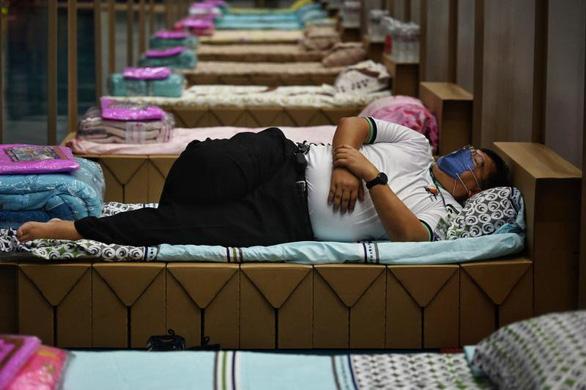 Thái Lan tăng 1.390 ca COVID-19, cảnh báo không tự mãn - Ảnh 1.