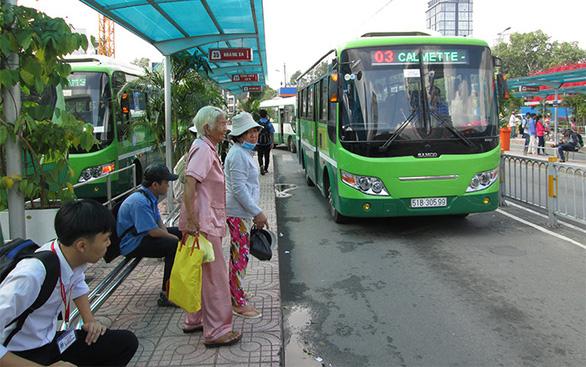 Nhường ghế khi đi xe buýt, nét văn hóa của người trẻ Sài Gòn - Ảnh 2.